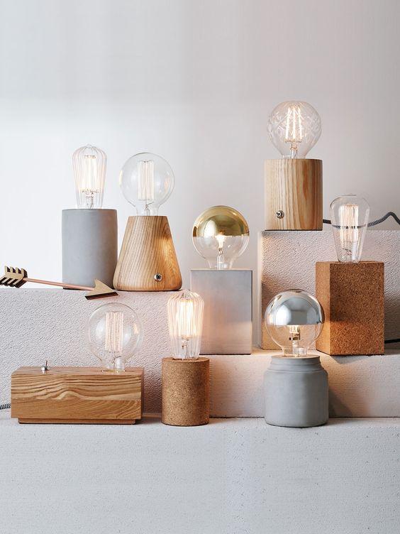 làm đèn ngủ bằng gỗ để bàn với khối gỗ đơn giản