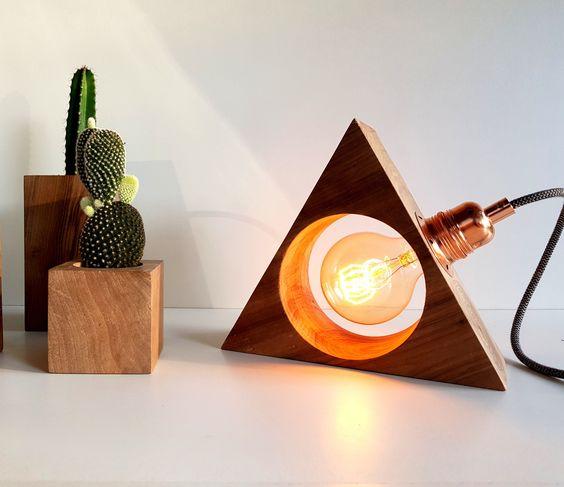 làm đèn ngủ bằng gỗ để bàn hình tam giác