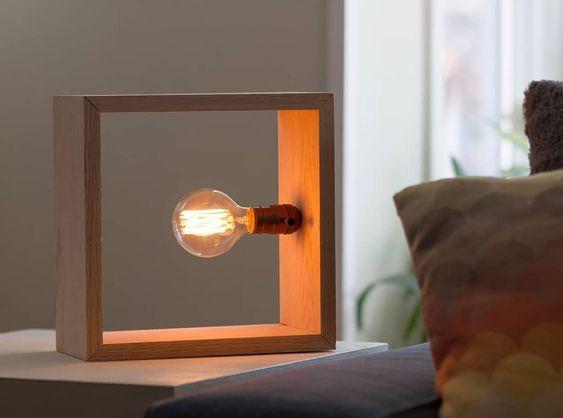 làm đèn ngủ bằng gỗ để bàn với khung gỗ hình vuông