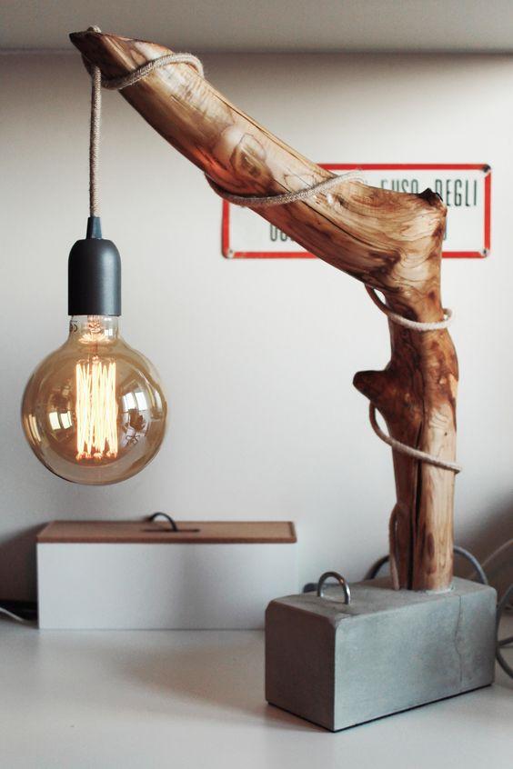 làm đèn ngủ bằng gỗ để bàn với thân cây và xi măng